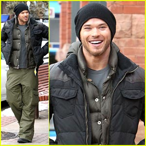 Kellan Lutz: Snowboarding in Aspen!
