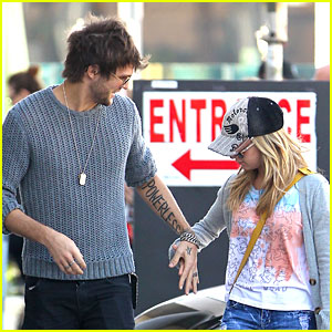 Ashley Tisdale & Martin Johnson: Holding Hands!