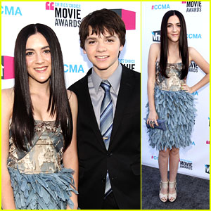 Isabelle Fuhrman & Joel Courtney: Critics' Choice Awards 2012