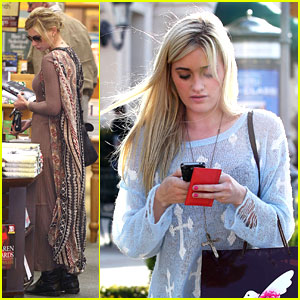 Aly &#038; AJ Michalka: Book Run!
