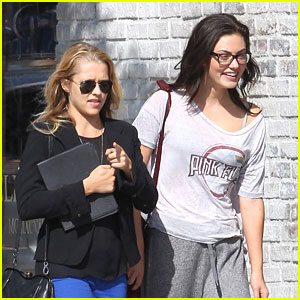Phoebe Tonkin: Lunch with Teresa Palmer