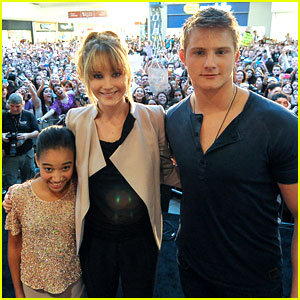 Jennifer Lawrence & Alexander Ludwig: Miami Mall Stop!