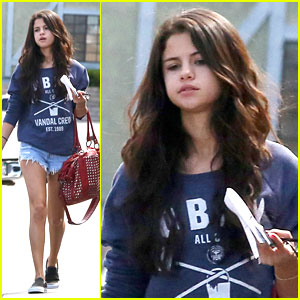 Selena Gomez: Long Hair is Back!