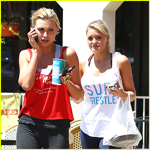 Aly &#038; AJ Michalka: Subway Stop