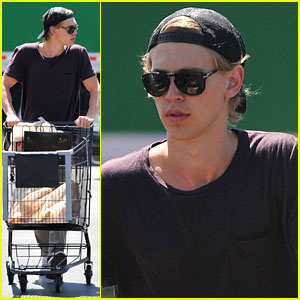 Austin Butler Grabs Groceries