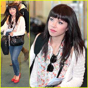 Carly Rae Jepsen: Red Heels Hot