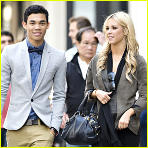 roshon fegan and chelsie hightower dating Dreams of winning the mirrorball trophy went up in smoke for roshon fegan and along with roshon fegan and chelsie hightower have been dating on.
