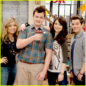 Noah Munck &#038; Nathan Kress: Toy Phaser Fun!
