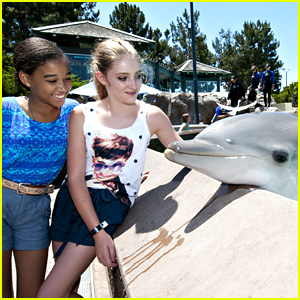Amandla Stenberg &#038; Willow Shields: SeaWorld Sweethearts