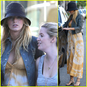 Blake Lively: Cheesecake Factory Stop!