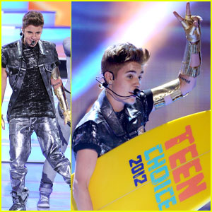 Justin Bieber Performs At The Teen Choice Awards 2012