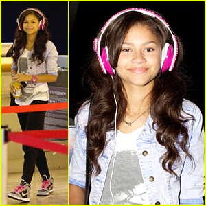 Zendaya: Pink Studded Headphones at LAX!