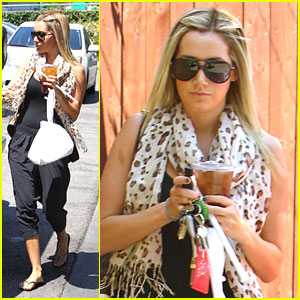 Ashley Tisdale: Aroma Cafe Carry Out
