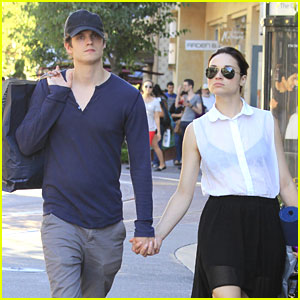 Crystal Reed &#038; Daniel Sharman: Holding Hands at The Grove