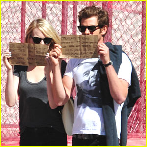 Emma Stone &#038; Andrew Garfield Write Handmade Signs to Promote Charities