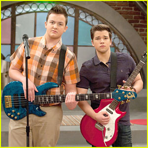 Nathan Kress & Noah Munck Form a Band on 'iCarly'