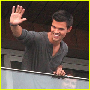 Taylor Lautner: New 'Breaking Dawn' TV Spot - 'Alive'