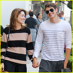 Crystal Reed & Daniel Sharman: Sunday Stop at Zara