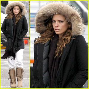 AnnaLynne McCord: Rainy '90210' Set
