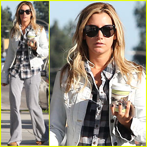 Ashley Tisdale: Holiday Shopping with Mom!