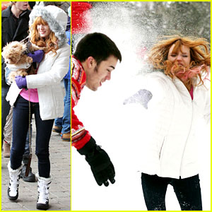 Bella Thorne: Snowball Fight!