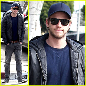 Liam Hemsworth: No Ring For Family Lunch