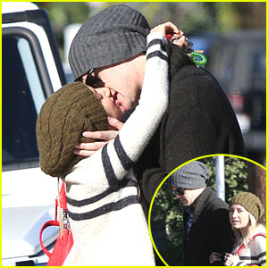 Ashley Tisdale &#038; Christopher French: Kiss After Coffee