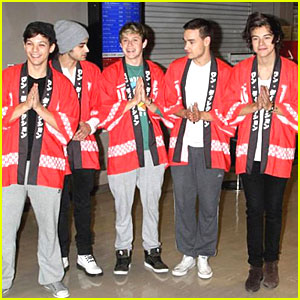One Direction: Kimonos at Tokyo Airport Arrival