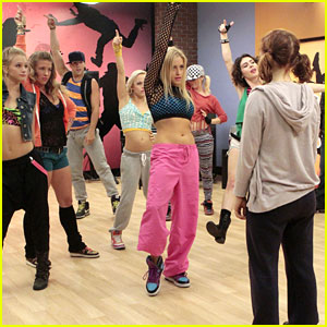 Jane Levy Vs. Carly Chaikin: Hip Hop Dance Battle!