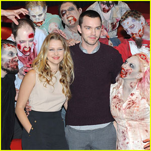 Teresa Palmer &#038; Nicholas Hoult: 'Warm Bodies' Photo Call in London
