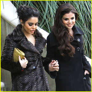 Vanessa Hudgens &#038; Selena Gomez: Golden Globe Viewing Party Pair