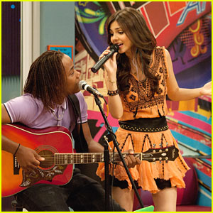 Victoria Justice: Leon Thomas is 'The Bad Roommate'