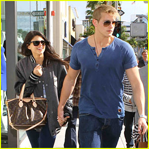 Alexander Ludwig: Shopping with Girlfriend Nicole!