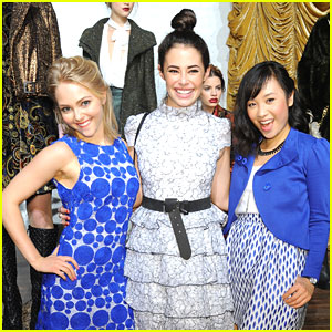AnnaSophia Robb: Alice + Olivia Fashion Show with Chloe Bridges & Ellen Wong