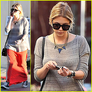 Ashley Benson: Sunday Skirt & Sneakers!