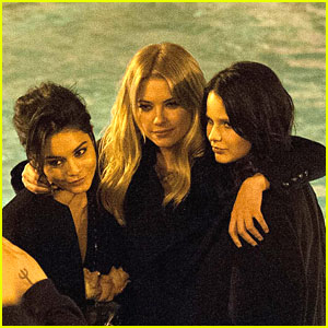 Vanessa Hudgens & Ashley Benson: Rome Tourists!