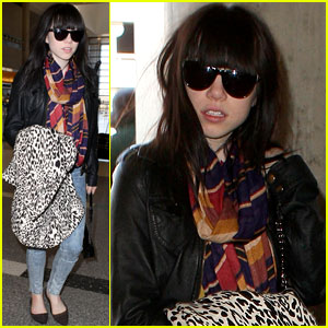 Carly Rae Jepsen Tops 2012 Global Charts!