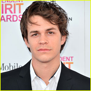 Johnny Simmons To Co-Star in CW's 'Blink'