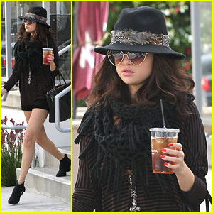 Selena Gomez: Panera Bread Pick Up