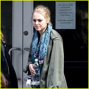 AnnaSophia Robb: 'God's Love We Deliver' Helper