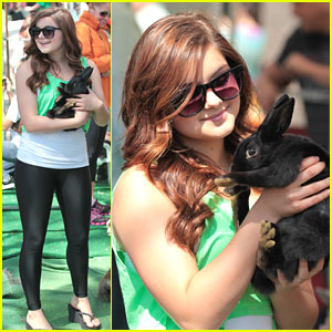 Ariel Winter: Bunny Kisses at Farmer's Market