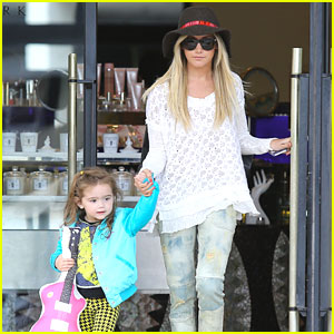 Ashley Tisdale: Shopping with Mikayla