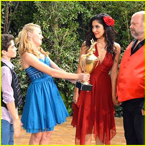 Peyton List and Cameron Boyce let Kevin Chamberlin have the trophy in