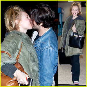 Juno Temple &#038; Michael Angarano: LAX Arrival Kiss!