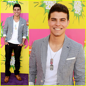 Luke Bilyk - Kids Choice Awards 2013 Red Carpet
