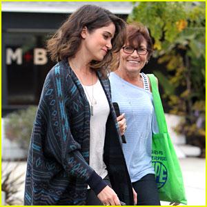 Nikki Reed: Spa Day with Mom Cheryl