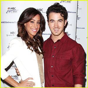 Kevin & Danielle Jonas: 'Married To Jonas' Fan Meet & Greet