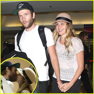 Teresa Palmer holds hands with boyfriend Mark Webber as they arrive at