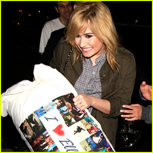 Demi Lovato Carries her 'I Love Ellen' Pillow!