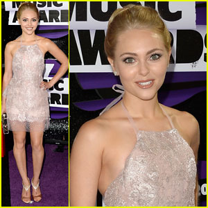 AnnaSophia Robb: CMT Music Awards 2013